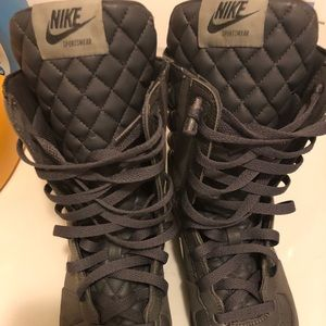 Dark grey High top Nike shoe/boot